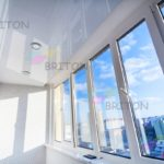 отделка лоджии натяжной потолок
